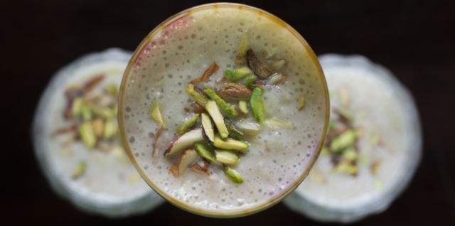 rich almond breakfast smoothie