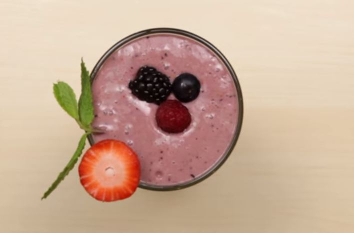 Searching for a boosting breakfast smoothie? Then this easy metabolism booster breakfast smoothie recipe is what you need!