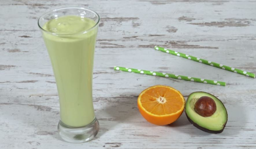 Looking for an energetic yet creamy and refreshing smoothie? Then check out this fantastic clementine avocado smoothie, perfect to take to work!