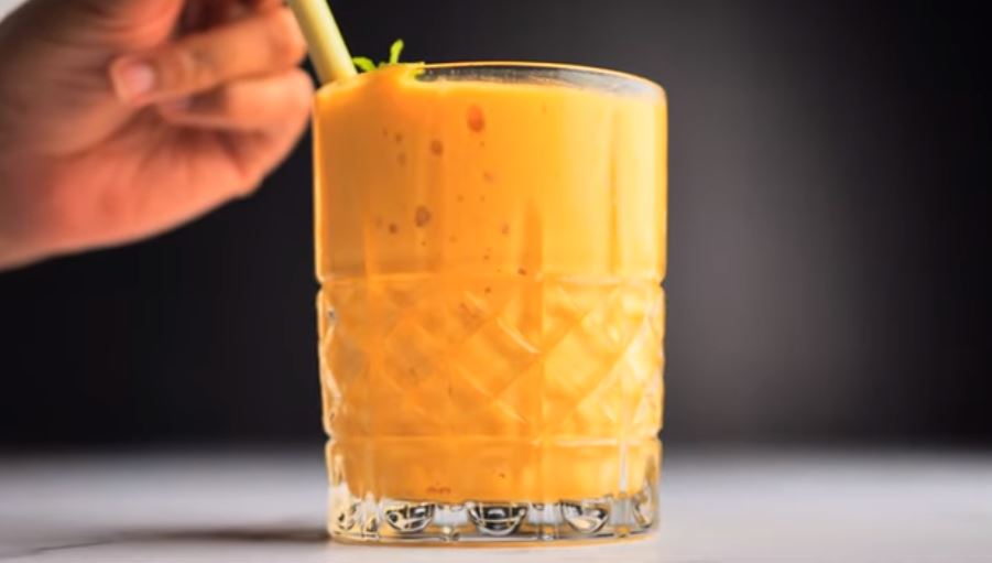 Running late? Do not worry, make this delicious mango tango smoothie and bring it with you to work for a quick, delicious and nutritious breakfast.